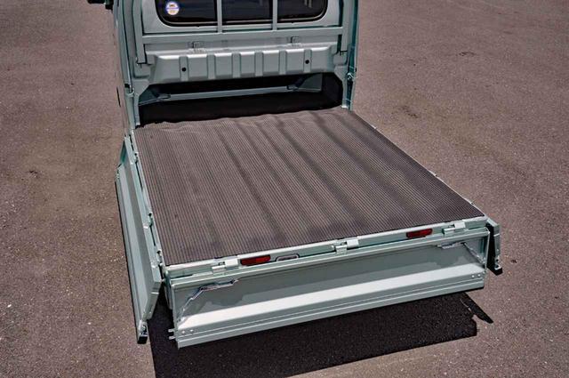 画像: 荷台フロアは長さ1975×幅1410mm。キャビン下は幅1315×高さ230mmのスペース。