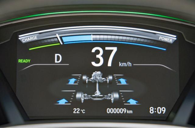 画像: 4WDのトルク配分をリアルタイムにメーター内に表示する。