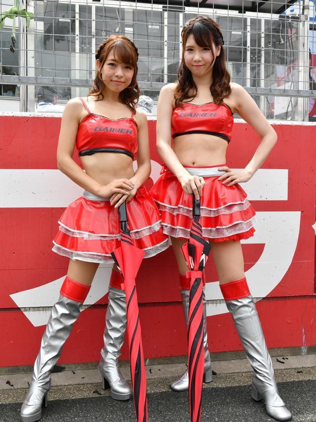 画像: 左 神埼美羽さん  右 平有紗さん