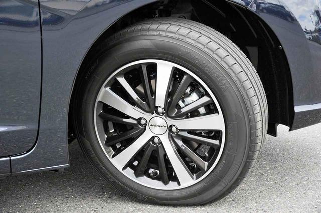 画像: アルミホイールも専用デザイン。試乗車のタイヤはヨコハマのブルーアース。