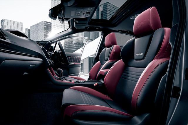 画像: ボルドー色が映えるスバル WRX S4 STI スポーツのフロントシート。