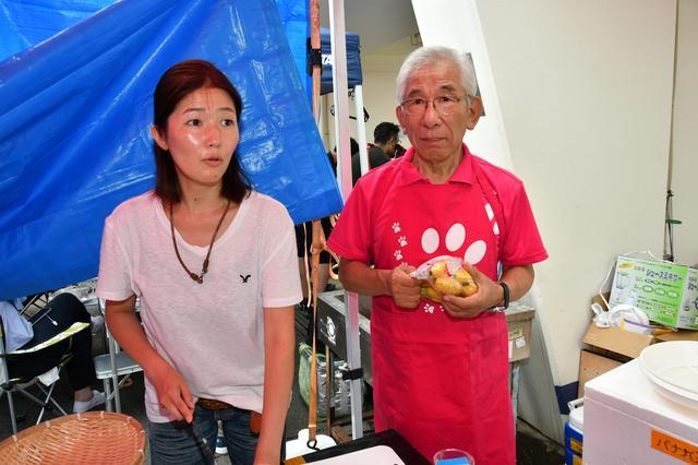 画像: ピットで昼食、夕食の調理をはじめ、サポートをしていただいた清水さんと中沢さん。