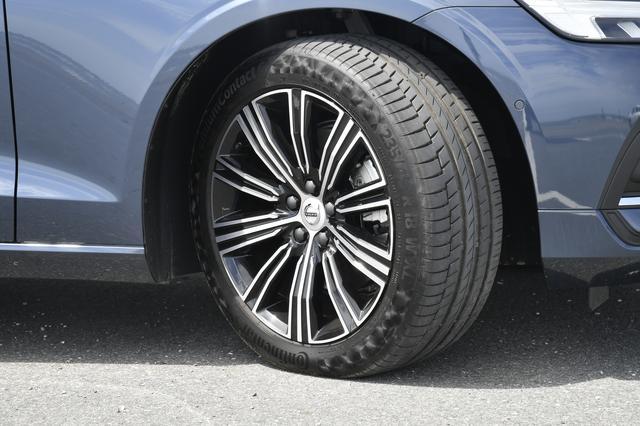 画像: T5インスペクションに標準装備の18インチアルミホイール。タイヤは235/45R18。