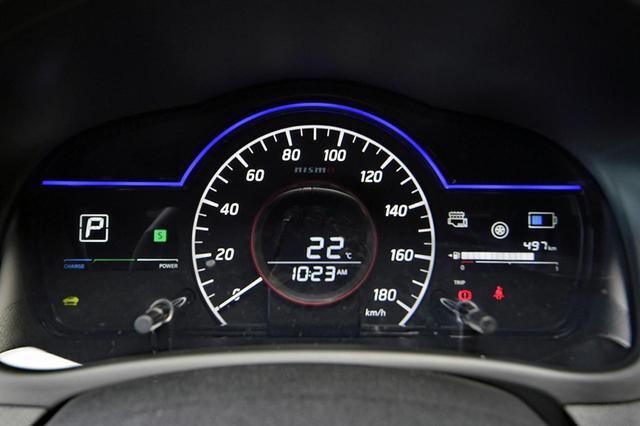 画像: 専用のファインビジョンメーターはニスモと同じ。スピードメーター内にNISMOのロゴが入る。