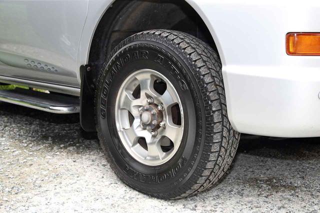 画像: このスペースギアは基本的にノーマル。ただ、レンタカー業を営む関係からタイヤを交換したクルマも所有。それでお客さんのヘビーデューティな使用用途にも応えているという。