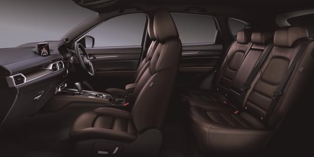 画像: エクスクルーシブ・モードのシート地には滑らかな感触のナッパレザーを採用。