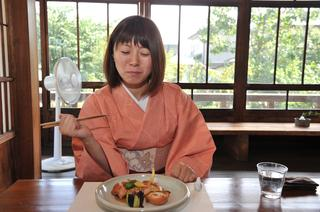 地元産の米や野菜、肉などを材料とした料理を用意してくれる「kokyu.」で、舌鼓を打つ