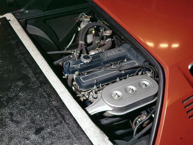 画像: いすゞはいち早くDOHCエンジンを市場投入。1600MXは、その自慢のユニットをミッドに搭載した。