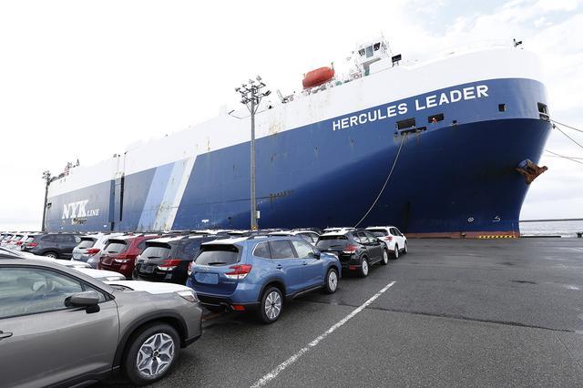 画像: 「ハーキュレスリーダー」は、自動車運搬船としては一般的なサイズだそう。それでもその威容は、圧倒的。