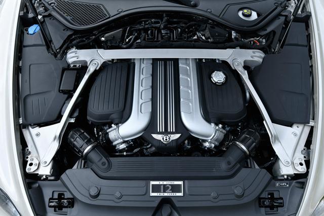 画像: エンジン長がV12より24%短く理想的な位置に搭載できるW12を搭載。