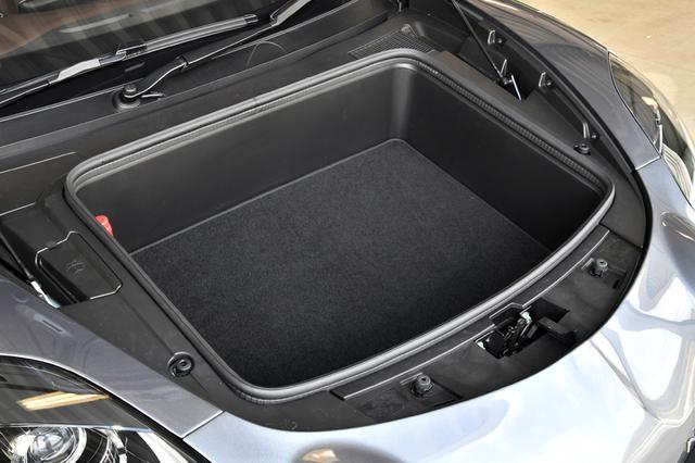画像: フロントのトランク容量は100L。わりと使える。