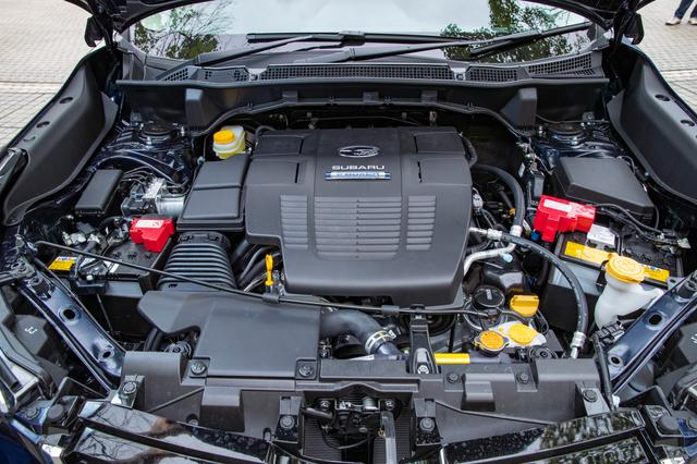 画像: e-BOXERは2L直噴エンジンにモーターを組み合わせたシステム。モーターアシストは主にアクセルレスポンスの向上のために使われ、発進とごく低速での走行ではモーター走行になるが、すぐにエンジンがかかる。