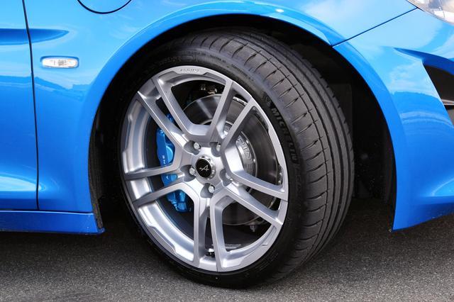 画像: タイヤは専用に開発されたミシュラン パイロットスポーツ。