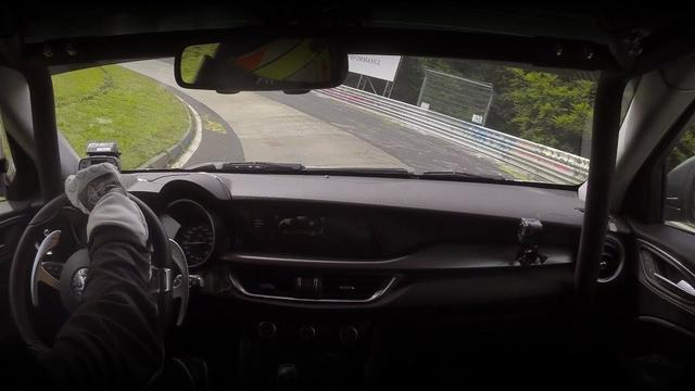 画像: Alfa Romeo Stelvio Quadrifoglio | New Record at Nürburgring youtu.be
