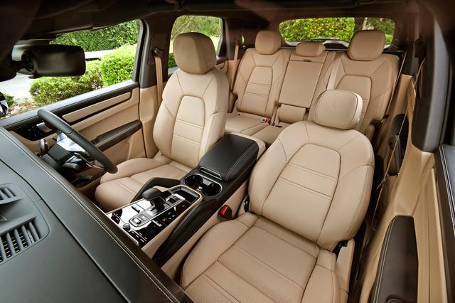 画像: オプションの14waysパワーシートメモリーパッケージ 226,000円と前後シートヒーター158,000円を装備。