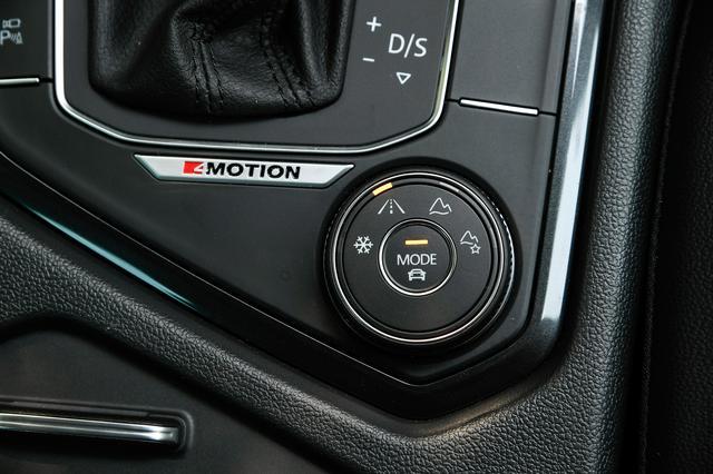 画像: センターコンソールに設けられた4MOTIONアクティブコントロールのダイヤルスイッチ。路面状況に応じて4つのモードを設定。