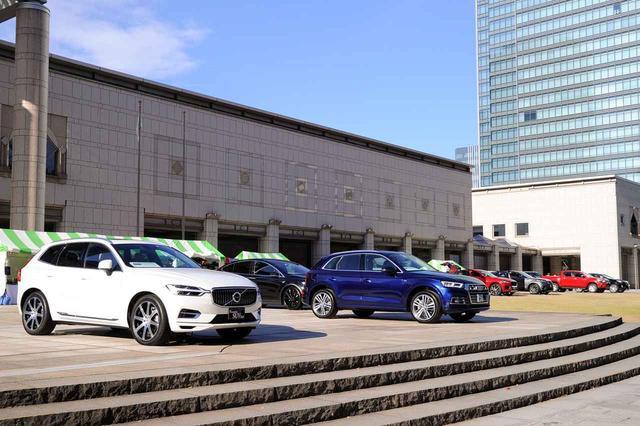 画像: 最新SUVモデルを横浜美術館前に展示!同乗試乗車は9台を用意している。(前回、SUVフェア2017の模様)