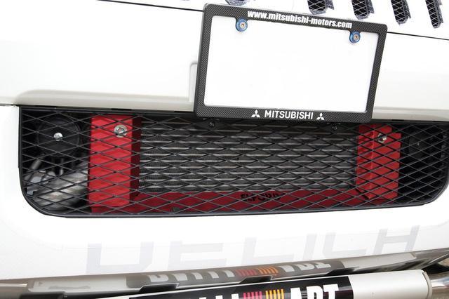 画像: インタークーラーには整流ブレードが装着され、吸気性能面のアップも図っている。