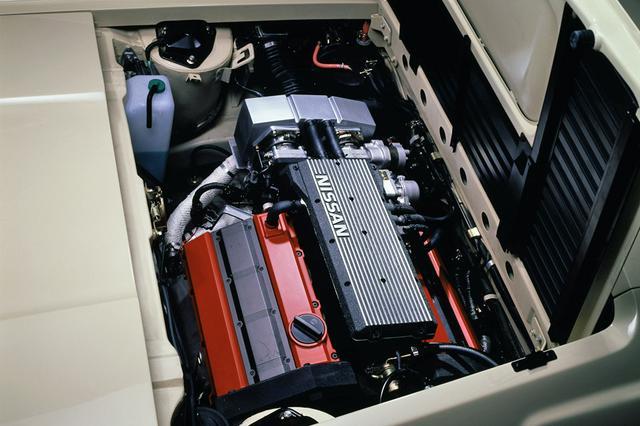 画像: VG30DE型エンジンを横置きミッドシップ。駆動力は前37%:後63%という配分だった。