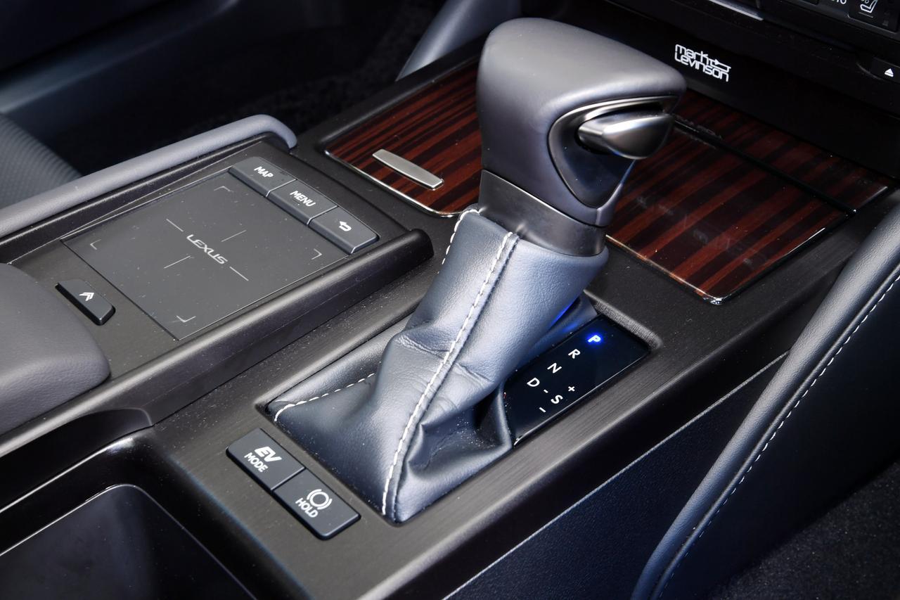 Images : 9番目の画像 - 「【ニューモデル写真蔵】レクサス ES300h「レクサスの中核モデルを日本で初めて販売」」のアルバム - Webモーターマガジン