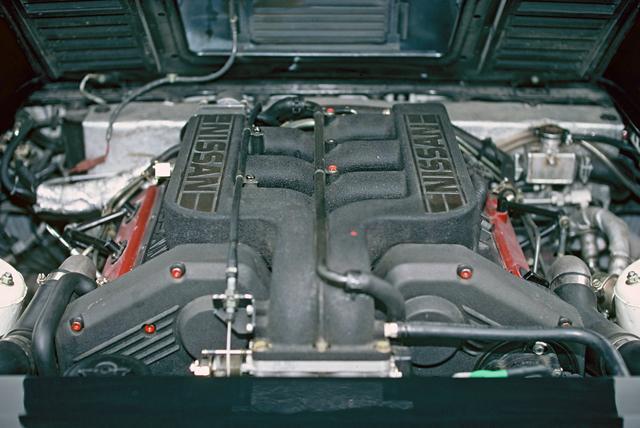 画像: 縦置きされたVG30DETTユニット。インタークーラーの装着により、330ps/39.0kgmまでパワーアップされていた。