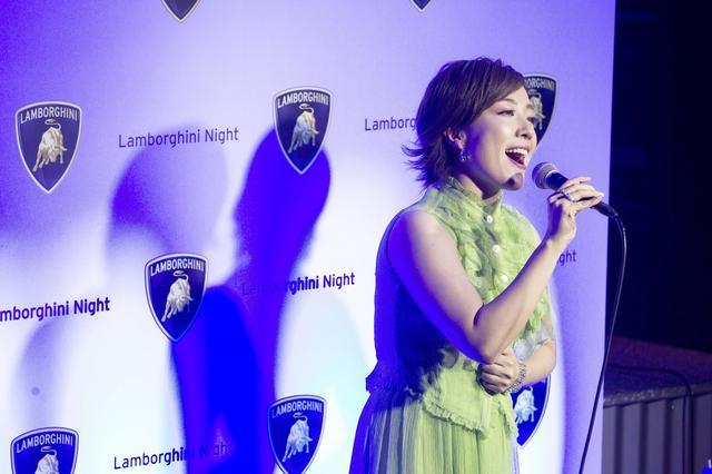 画像: シークレットゲストの平原綾香スペシャルライブも行われた。