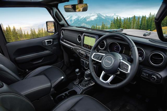 画像: CJシリーズを彷彿させる水平基調のダッシュボードを採用。シルバーのアクセントが施される。