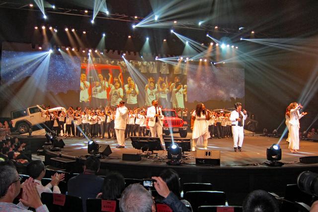 画像: オリジナルのゴスペルソングで、会場はイッキに盛り上がった。