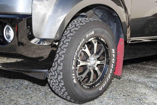 画像: タイヤはオールテレーンだが、ブロックはかなりマッドテレーンに近い印象で本格的に見える。