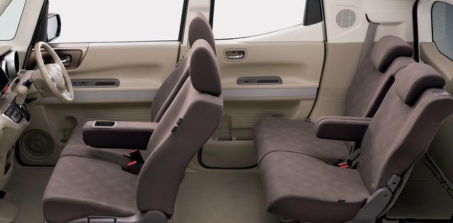 画像: 運転席&助手席シートヒーターとステアリングヒーターを標準装備。