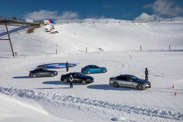 画像: BMWのフラッグのまわりをドリフトしながら回るトレーニングにはM2やM5などが用意されていた。