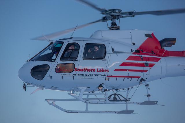 画像: ヘリコプターでの移動もこのイベントのメニューのひとつ。