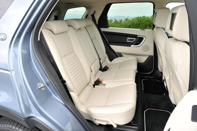 画像: フロントシートだけでなく、リアシートにもヒーター機能を装備できる。
