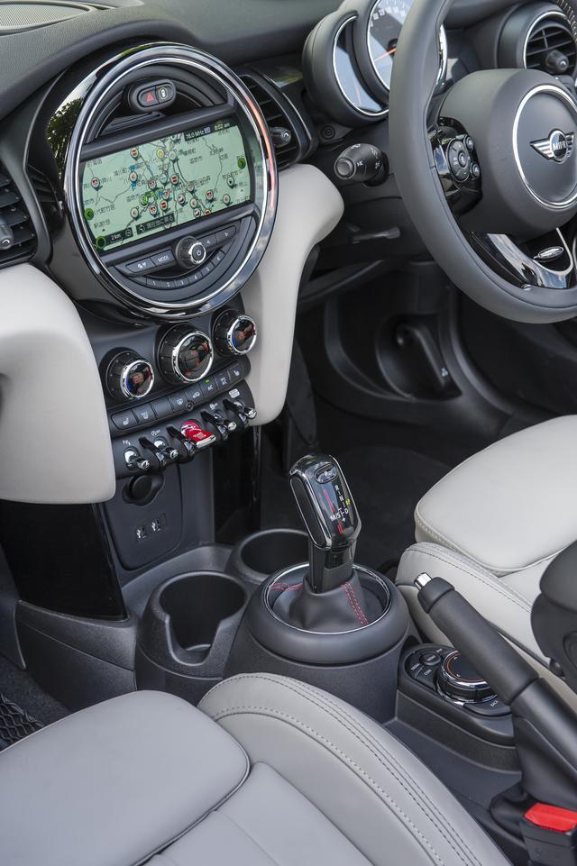 画像: Apple CarPlayなどiPhonとの連携も強化、車載通信モジュールを搭載するなどコネクテッド機能が進化している。