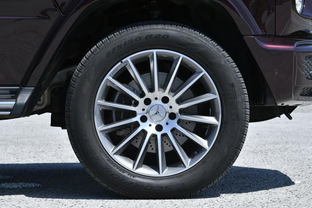 画像: 試乗車のG550はオプションのAMGライン(90万円)装着車で20インチアルミを履いていた。
