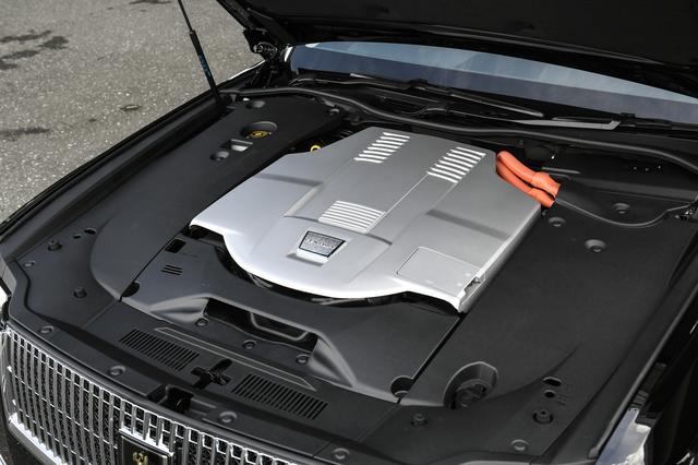 画像: 大きな進化はパワートレーンにも見ることができる。新型はV8エンジン(381ps/510Nm)+電気モーター(165ps/300Nm)のハイブリッドシステムを搭載。