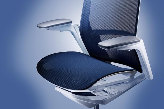 画像: 座面高さや奥行き、リクライニング反力の強弱を調節できる。