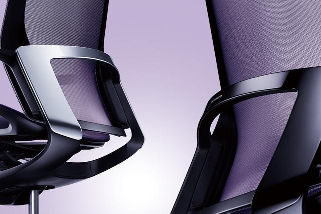 画像: 背部のカスタムパネルがデザインのアクセント。