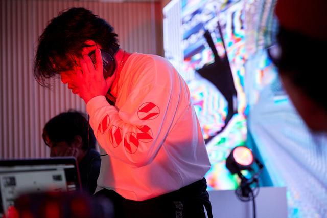 画像: ボルボ スタジオ 青山 開業1周年を記念して、音楽家の渋谷慶一郎氏をLive DJとして迎えて一夜限りのパーティを開催。