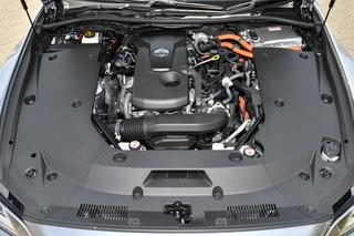 試乗車は2.5L 直4+モーターのハイブリッドを搭載。