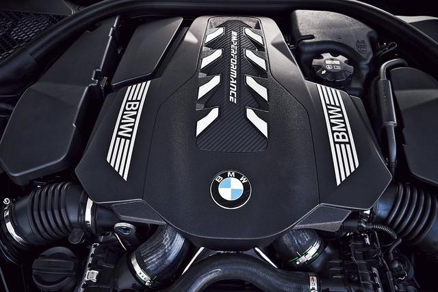 画像: 4.4L Y8ツインターボエンジンは、最大トルクを1800rpmから4600rpmの広い範囲で発生。非常に息の長い加速を得ることができる。