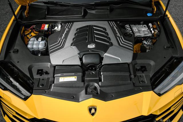 画像: 4L V8ツインターボエンジンの最高出力は650psを発生。0→100km/h加速は3.6秒、最高速度305km/h。