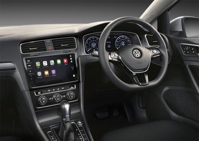"""画像: 機能面では、デジタルメータークラスター""""Active Info Display""""を設定したほか、純正ナビゲーションシステム""""Discover Pro""""、モバイルオンラインサービス""""Volkswagen Car-Net""""を装備。"""