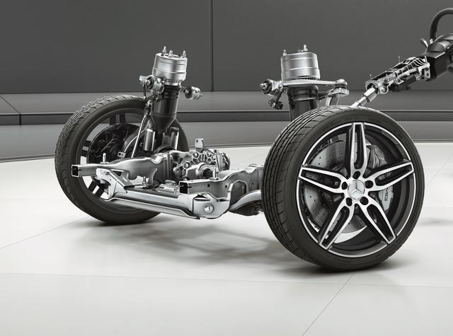 画像: 超偏平ワイドタイヤでも乗り心地を損なわない、AMGライドコントロール+のサスペンション(写真は前)。