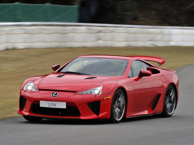 画像: 2011年、ニュルブルクリンクで当時の量産市販FR車コースレコード「7分14秒64」を記録している。