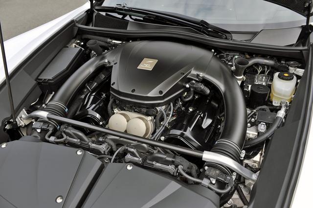 画像: フロントミッドシップ搭載された4.8LのV10DOHCは、560ps/480Nmを発生した。
