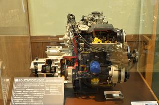 ホンダ CVCCエンジンのカットモデル