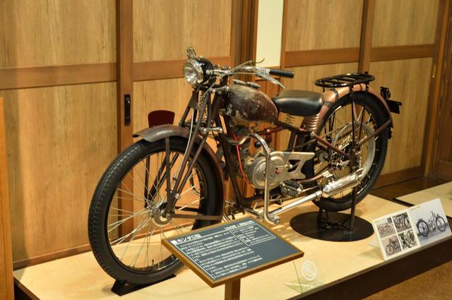 画像: ホンダC型。物資不足のため、タイヤにリヤカー用のものが用いられることも多かったという。