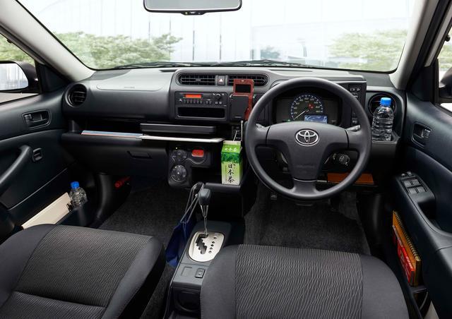 画像: 収納スペースが多いハイブリッド車のインテリア(オプション装着車)