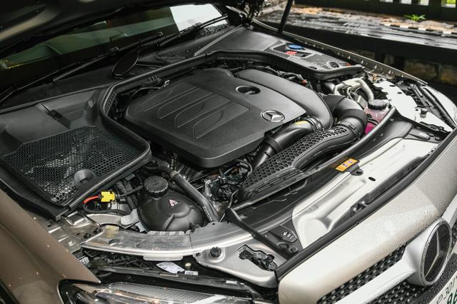 画像: C200に搭載される新開発のM264型1.5L直4ターボ。これに48V電源システムやベルトを介してクランクシャフトと接続されるBSG(ベルトドリブンスタータージェネレーター)が組み合わされ、最高出力184ps、最大トルク280Nmを発生する。これはC180が搭載するM274型1.6L直4ターボエンジンより+28ps/+30Nmとなる。